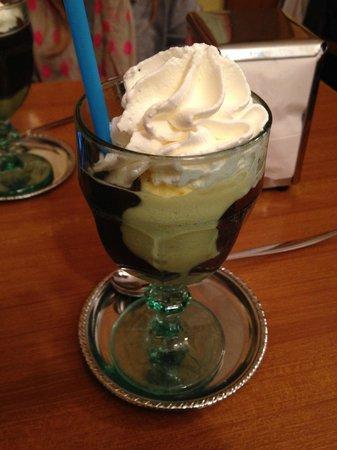 Gelateria Cesare: Affogato alla cioccolata calda con panna
