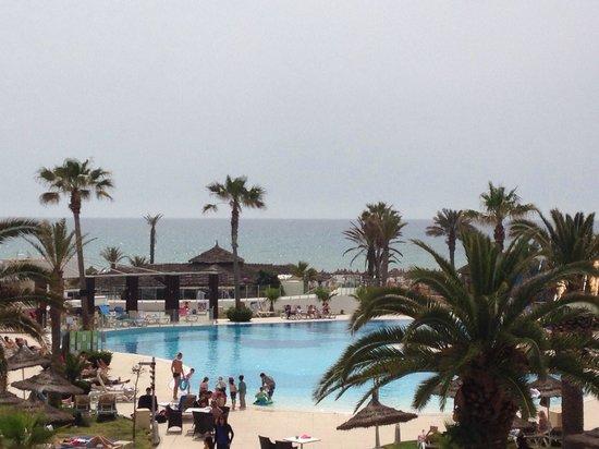 Vincci Nozha Beach Resort: Piscine vue sur mer