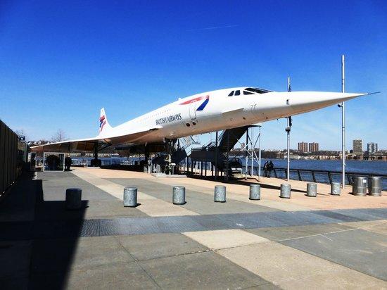 Intrepid Sea, Air & Space Museum: самолет Конкорд на палубе авианосца