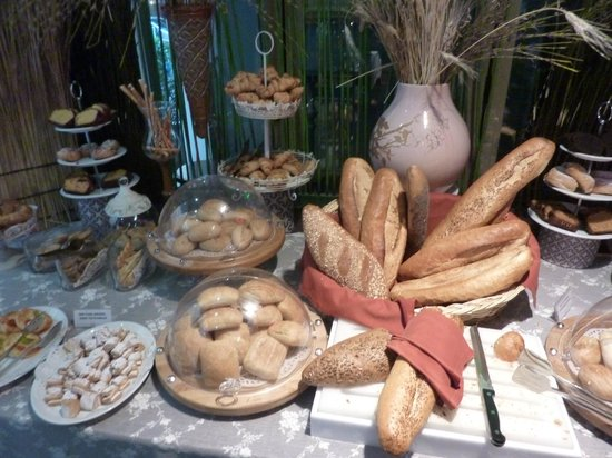 Hotel Sultania : Great selection of bread and pastries