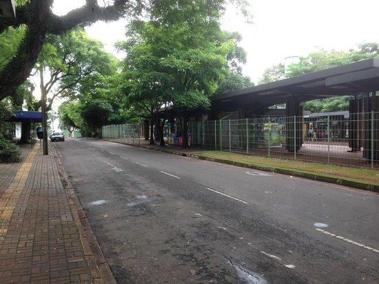 Foz do Iguaçu: プエルト・イグアス行きのバス停(フォス・ド・イグアス)