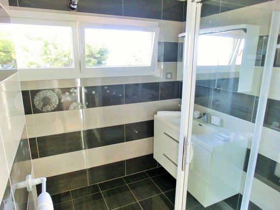 Villa Azur Golf: Salle de bain Reencros