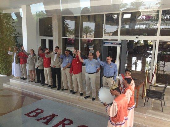 Baron Resort Sharm El Sheikh: Lobby staff waving farewell.