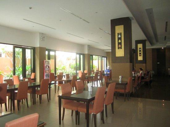 Kris Hotel and Spa : Ресторан где проходят завтраки