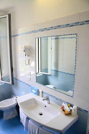 Bed & Breakfast Raffaelli Villino Limoni: bagno privato in tutte le camere