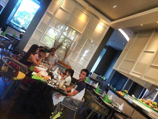 Mövenpick Hotel Mactan Island Cebu: dining area