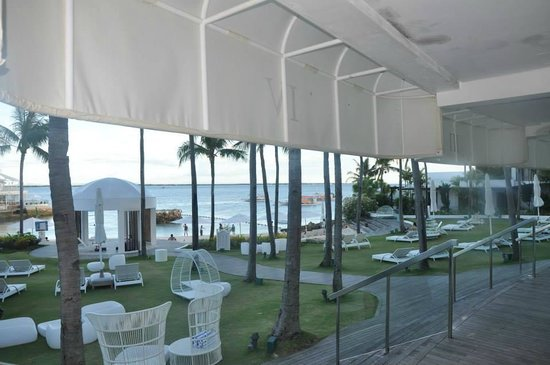 Mövenpick Hotel Mactan Island Cebu : the beachfront