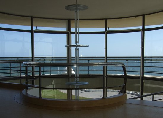 De La Warr Pavilion: Staircase upper level