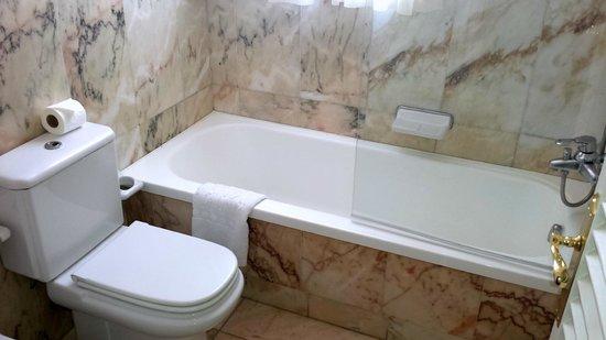 Hotel Santa Catalina: Detalle de la bañera