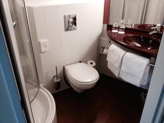 Star Inn Hotel Budapest Centrum, by Comfort : Bathroom