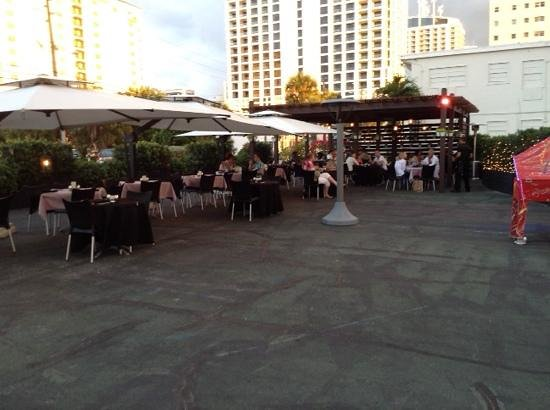 The Plaza Bistro: Outdoor dining with a great ambience