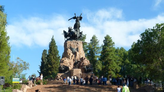 The Hill of Glory (Cerro de la Gloria): Monumento central