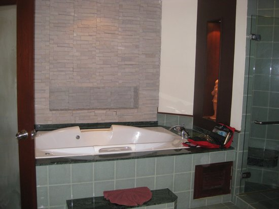 Duangjitt Resort & Spa: Upstairs bathroom