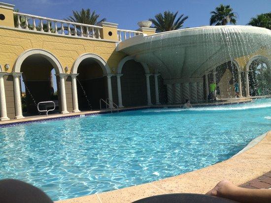Hilton Grand Vacations at Tuscany Village: zwembad