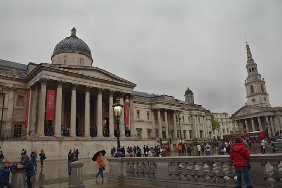 National Portrait Gallery: Trafalgar Squire a View on Cloudy day....