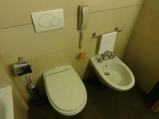 NH Catania Centro : Room 735 - bathroom