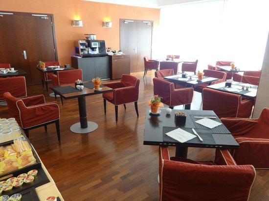 NH Catania Centro: Breakfast area