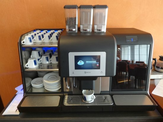 NH Catania Centro: Breakfast - self-service hot and cold food