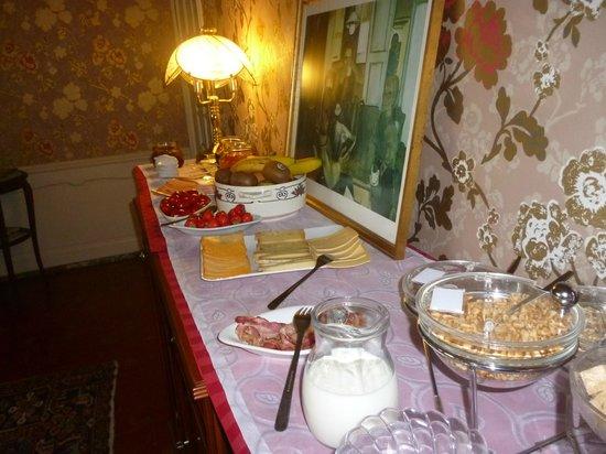 Next Door Bed & Breakfast: buffet petit dejeuner