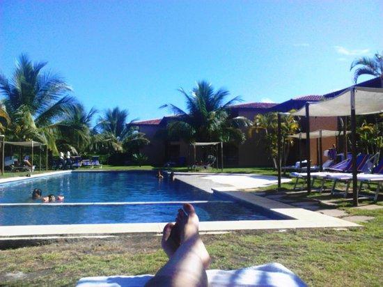 Resort La Torre: Essa é a piscina em frente aos aptos Suíte Superior