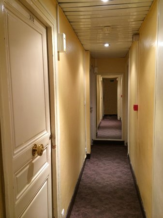 Est Hotel Paris: Коридор
