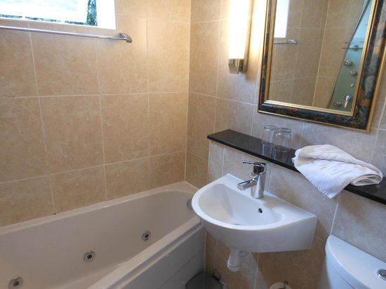 Jorvik Hotel: bathroom