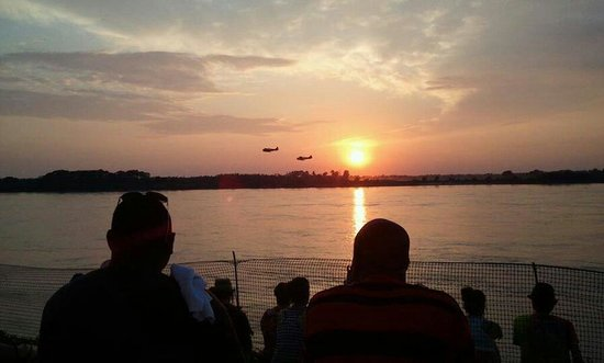 Tom Lee Park : Sunset Air Show during Beale Street Music Festival