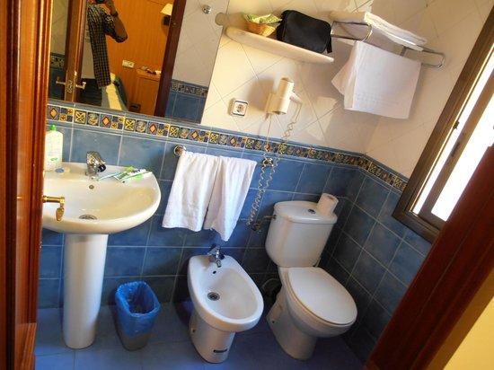 Hotel Canton : bathroom