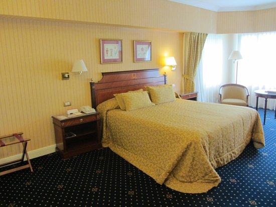 Emperador Hotel Buenos Aires: Our huge room