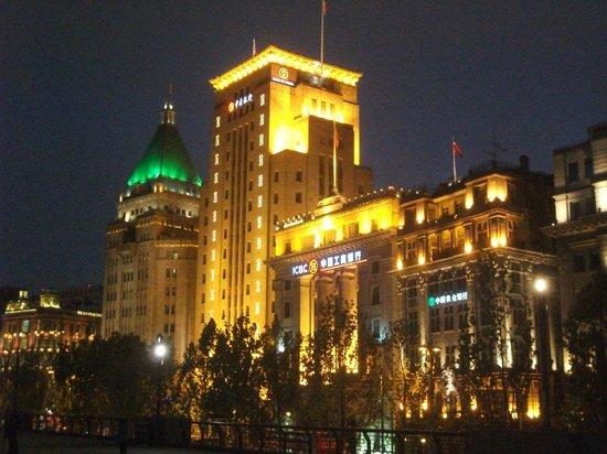 Zhongshan Road: Bund buildings at night