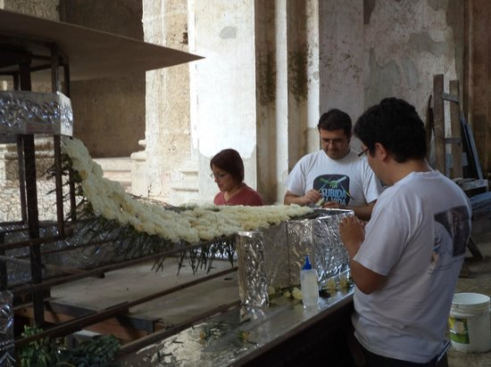 Antigua Tours, Travel & Hotels by Elizabeth Bell - Day Tours: Preparation for a procession during Semana Santa