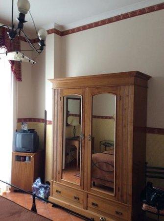 Pinto-Storey: interno camera
