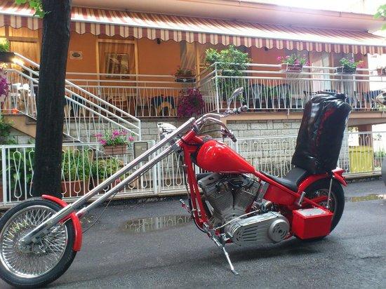 Hotel Villa Elia: La moto