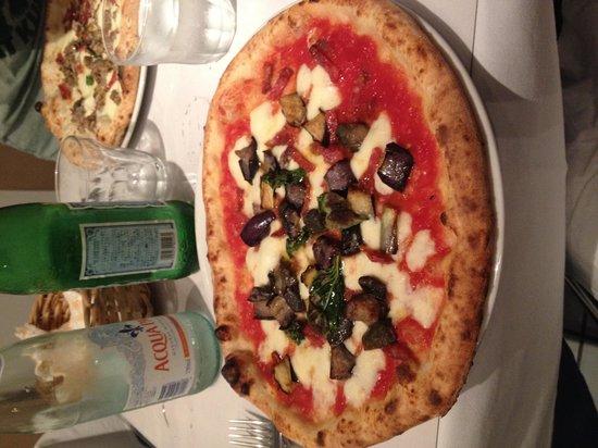 Pizzeria Da Peppe Napolistaca Kamiyacho: なすの入ったピザ