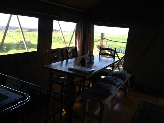 Tom's Eco Lodge : dining area inside the tent