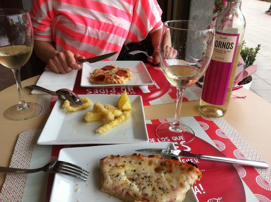 Bei Pepe: Pizza and wine