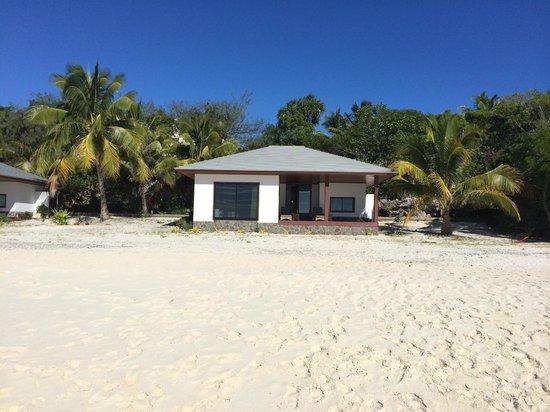 Hotel Paradis D'Ouvea: Bungalows depuis la plage