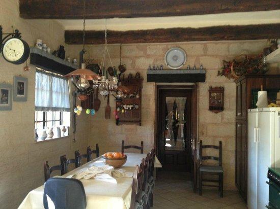 Ta' Bertu: dining room