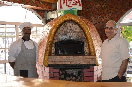 Nahar Sidewalk Cafe: The wood-fired oven
