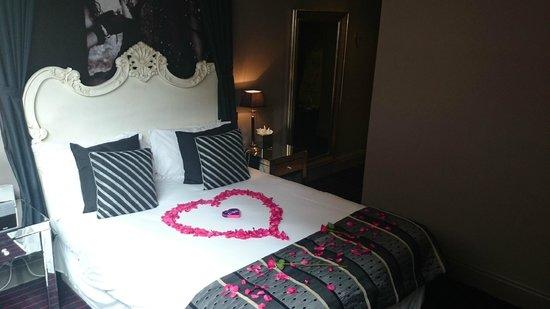Velvet Hotel: our lovely room with romantic arrival