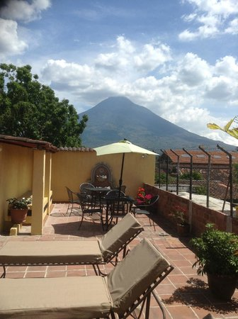 Hotel Las Camelias Inn: Beautiful and quiet volcano