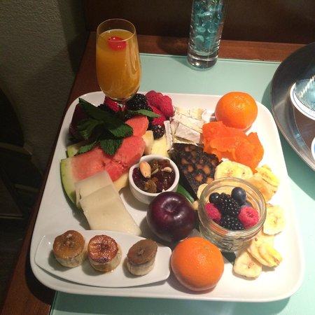 One Ocean Resort & Spa : Amended Mini Bar fruit tray
