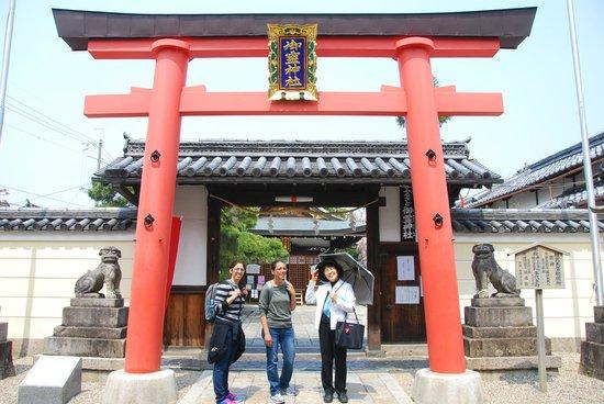 Nara Machi Walking Tour: Yoshiko and us