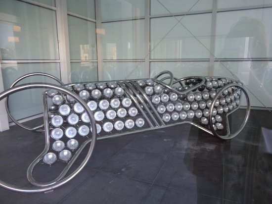 Automobile and Fashion Museum : Window display of museum