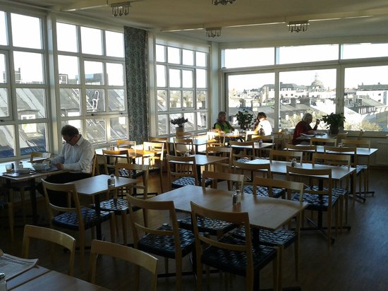 Hotel Tegnerlunden : Sala colazione vetrata sui tetti di Stoccolma