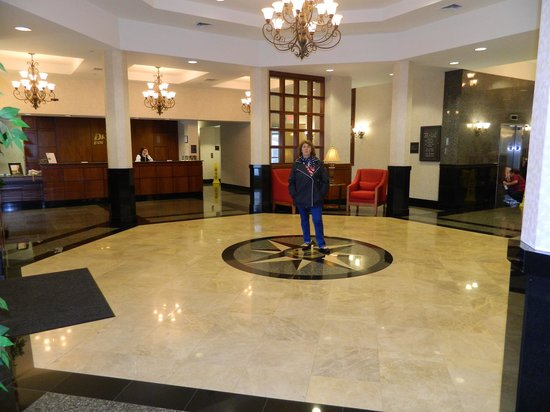 Drury Inn & Suites Charlotte Northlake: Le hall d'accueil, spacieux non ?