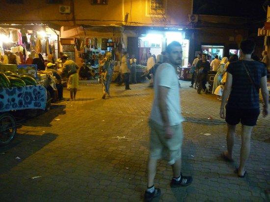 Médina de Marrakech : De noche en la vieja medina