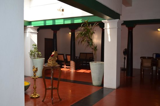 Anantha Heritage Hotel: courtyard at entry level