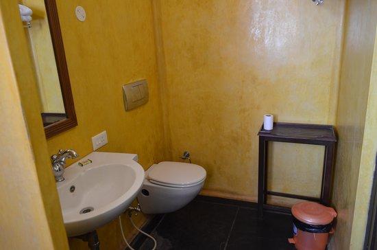Anantha Heritage Hotel: bathroom2
