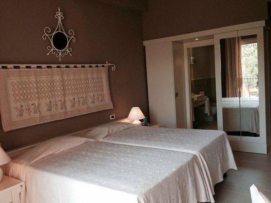 Forte Village Resort - Hotel Castello : Camera deluxe fronte mare Castello